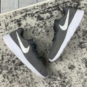 NIB WMNS Nike Tanjun SE women's sneakers
